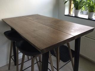 Højbord-eg-med-ibenholt-olie-og-4-stk.-ben-til-højbord