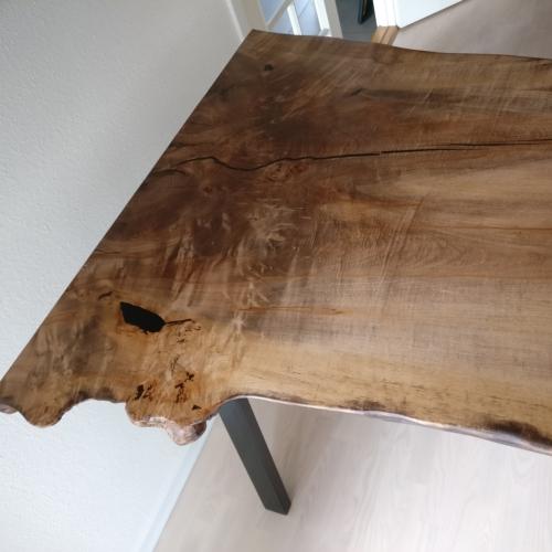 Högt bord i ask med sneda ben högt med valnötsolja