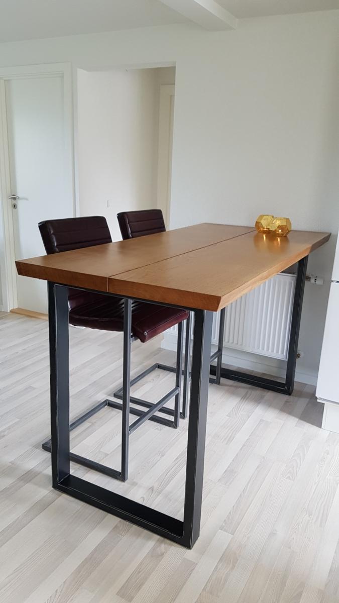 Högt bord i ek med valnötsolja