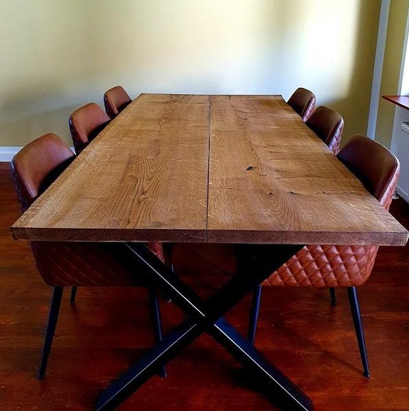 Kundebillede-plankebord-eg-med-ibenholt-olie-og-krydsstel-2-planker