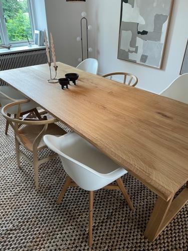 Plankbord i ek med naturlig olja, 15 graders kanter, trapets i ek - tillverkad i 2 plankor