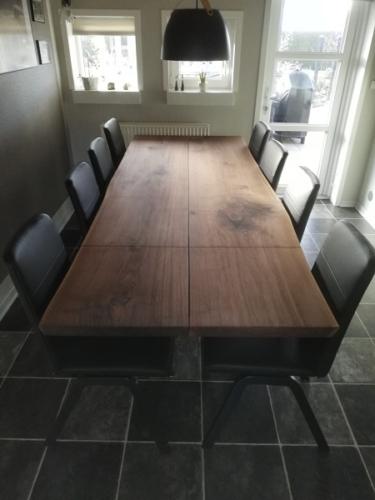 Plankbord Amerikansk valnöt med 2 förlängningsblad, naturliga kanter och sluttande ben - 98x200 cm