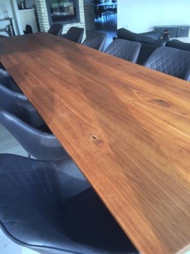Plankbord i amerikansk valnöt, 100x400 cm 15 graders kanter och sluttande stolpe.