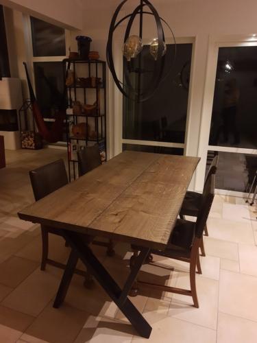 Plankbord i ek med 2 plankor, 15 graders kanter och ebenholtsolja