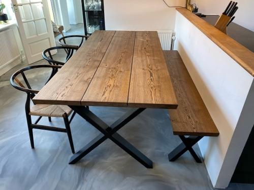 Plankbord i ek med 3 plankor och ebenholtsolja, 15 graders kanter och kryss