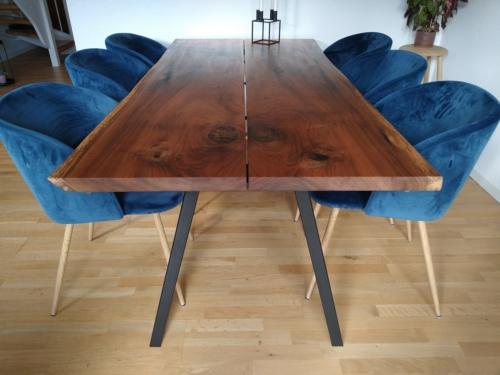 Plankbord i europeisk valnöt med sneda ben