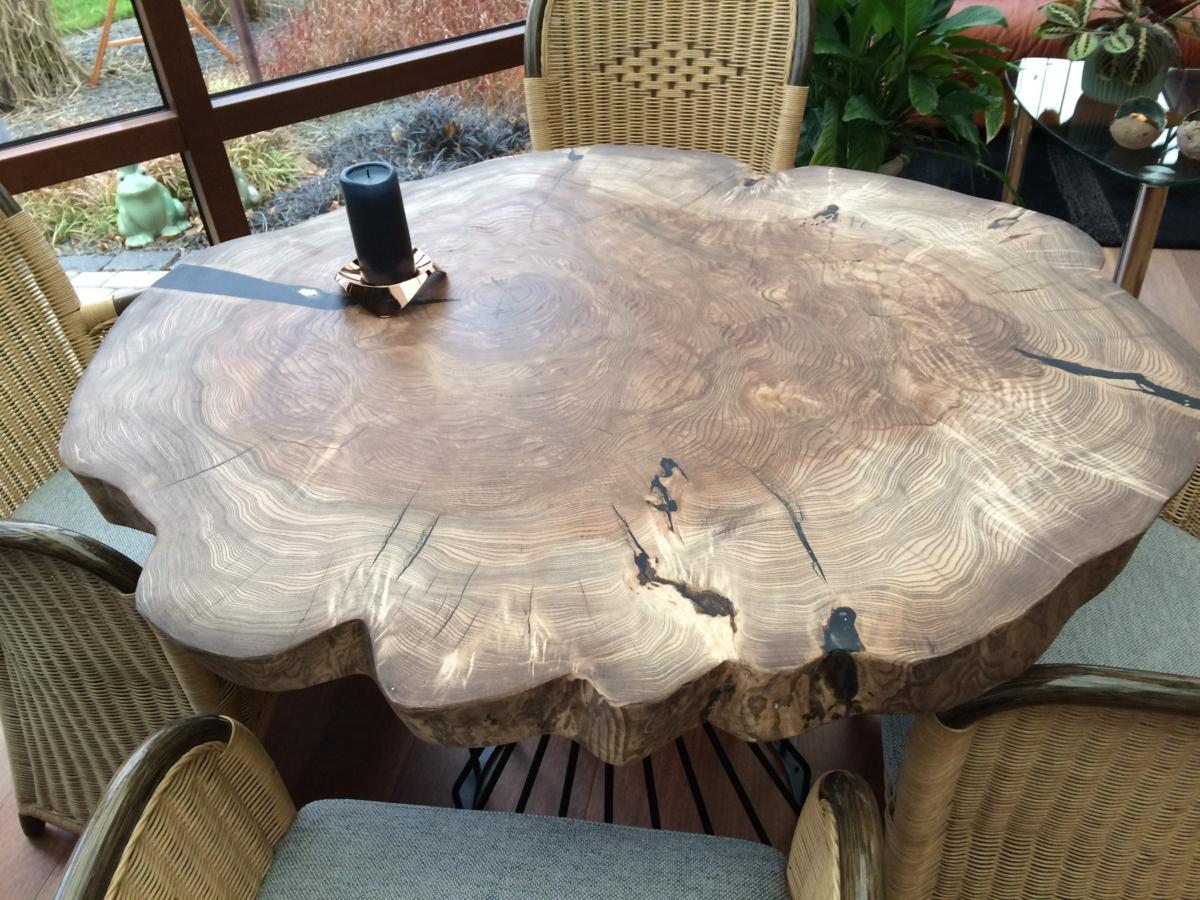 Rundt plankebord i ask og valnød olie