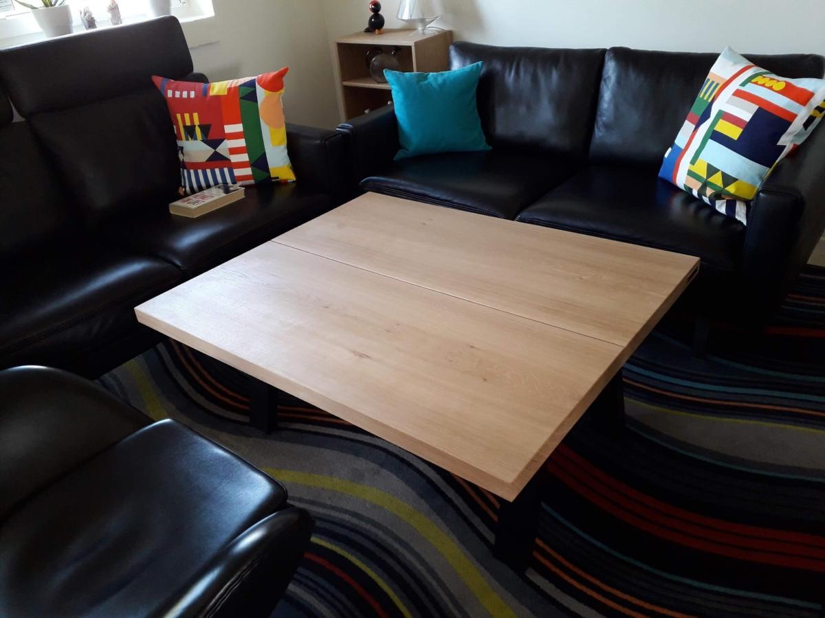 Sofabord i eg 2 planker med halv hvid olie og halv natur olie