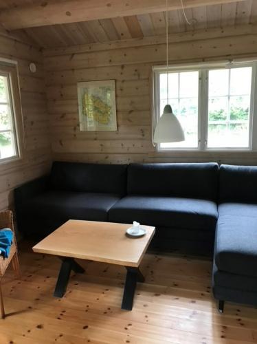 Soffbord i ek 60x80 cm med naturliga kanter, naturlig olja och kryss