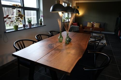 Plankbord i amerikansk valnöt 2 plankor med naturliga kanter