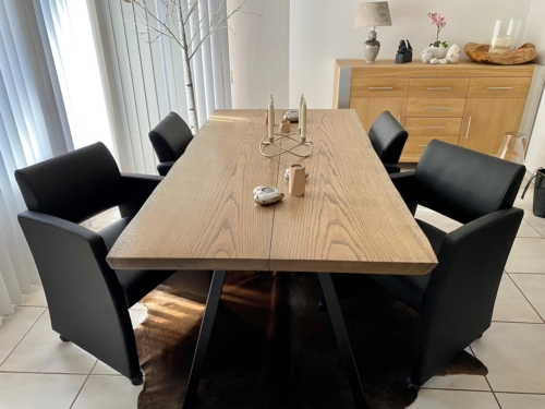 Snyggt plankbord i ek med ebenholtsolja och naturliga kanter, storlek 95x180 cm