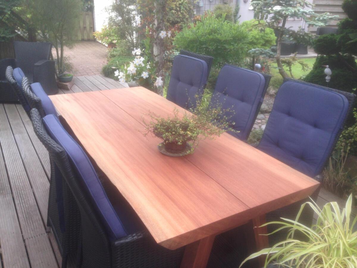 maghoni-plankebord-2-planker-med-træben