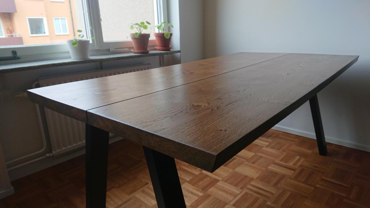 plankebord-2-planker-i-eg-med-ibenholt-olie-og-skrå-ben
