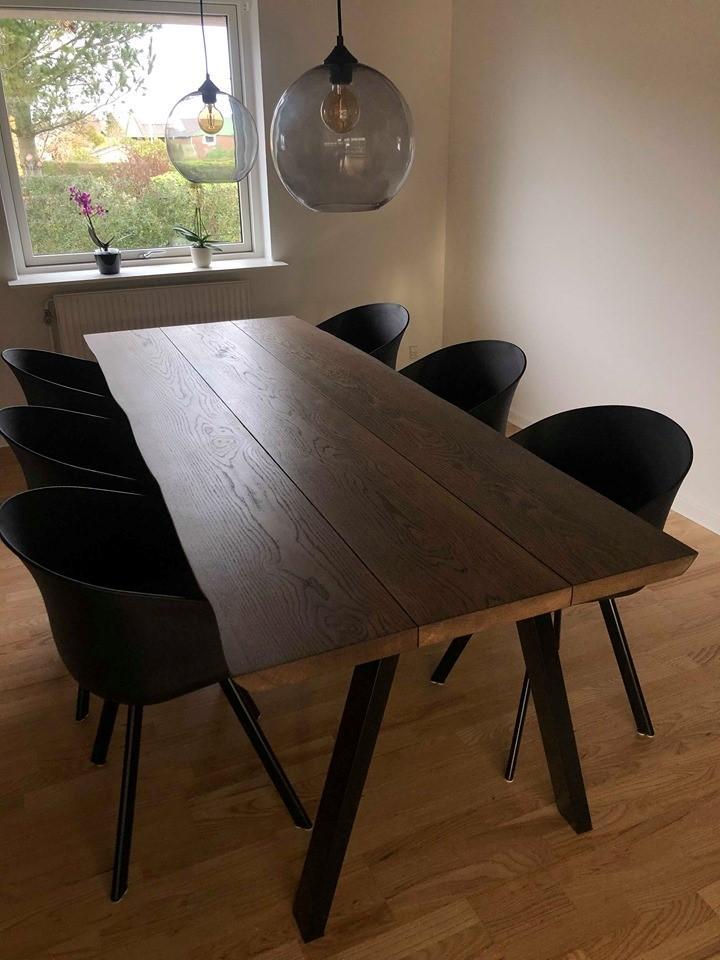 Plankbord i ek med 3 plankor och ebenholtsolja